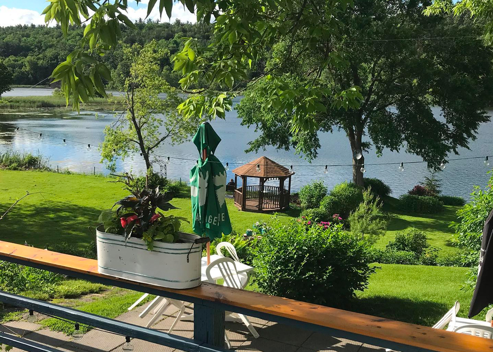 The Cove Country Inn - 10 Awesome Places to Stay Along the Rideau